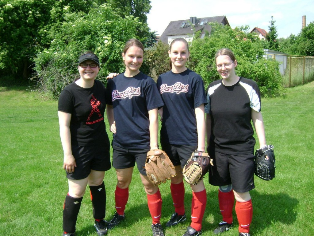 Teamfoto der Softball-Damen der Magdeburg Poor Pigs vom 3. MBSV-Softball-Spieltag