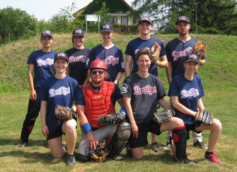 Mixed-Softball-Team holt in Dresden zwei Siege